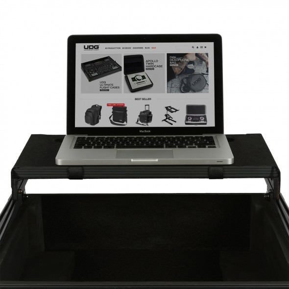 09 flightcase laptopshelf 2