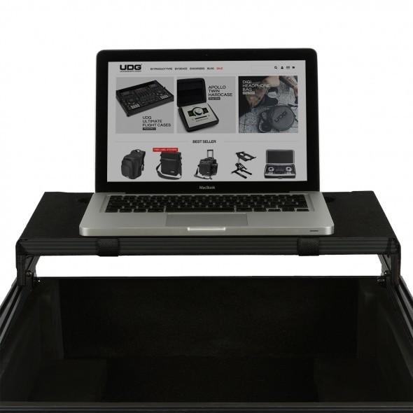 09 flightcase laptopshelf 2